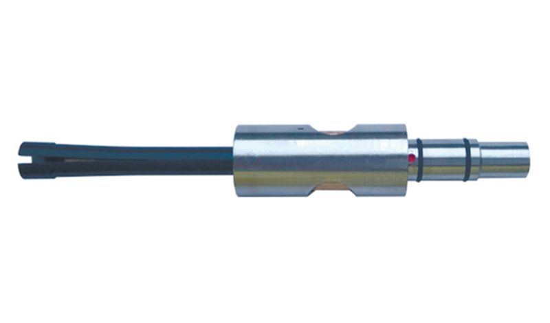 Dynamic rotating bolt hole probe with flexible tip