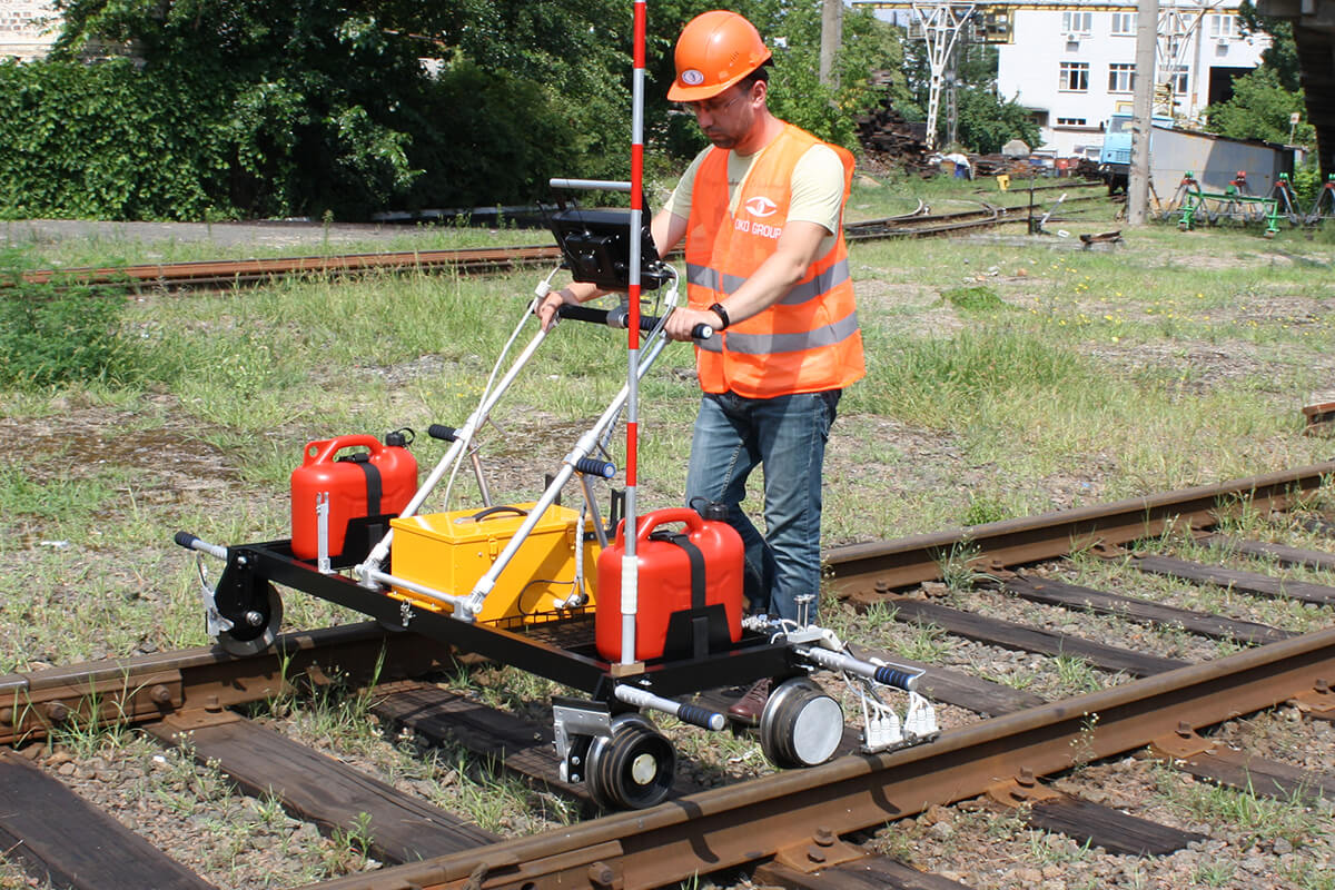 Ultrasonic double rail line flaw detector UDS2-73 at work